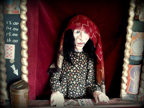 Madame Rosalie straattheater waarzegster