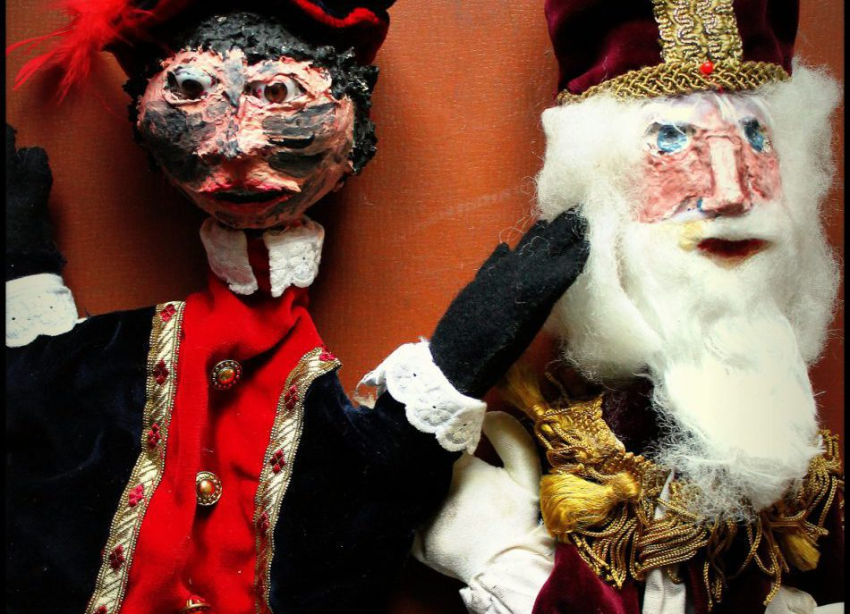 roetveeg piet en Sinterklaas in de poppenkast